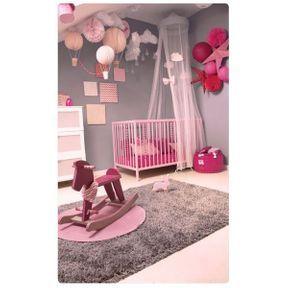 La chambre de bébé étoiles et montgolfières