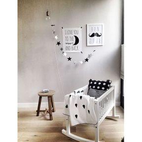 La chambre de bébé noir et blanc