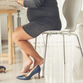 La prise d'une demi-pointure enceinte