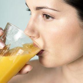 POUR UN GARCON : Les jus de fruits + une eau très riche en sodium
