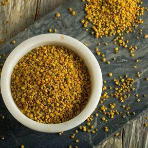 Pollen et fleurs de mauve contre la constipation
