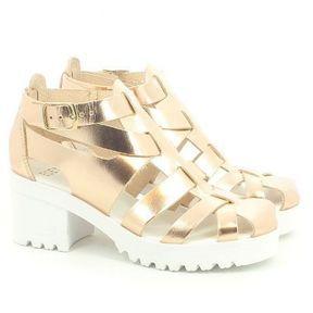 Sandales dorées Eden Shoes 2014