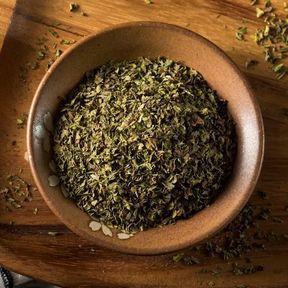 Les feuilles de menthe séchées
