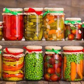 L'altération des aliments à longue durée de vie passée la DDM