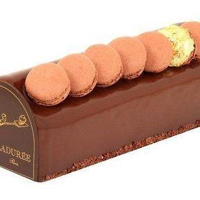 Bûche Macarons : Chocolat Noir - de Ladurée