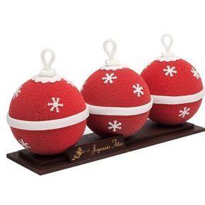 La bûche Boule de Noël de Ladurée