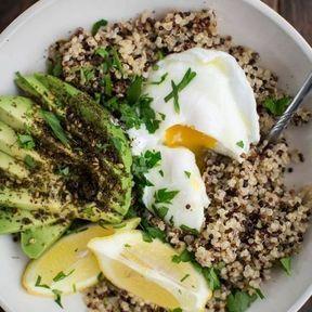 Quinoa, avocat, œuf poché et zaatar