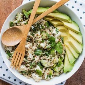 Quinoa, sarrasin, avocat, concombre, menthe et fêta