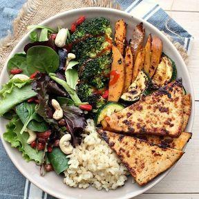 Riz, tofu, patate douce, brocoli et courgette