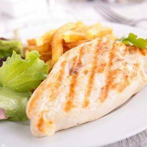 Deux fois moins de protéines que dans les blancs de poulet