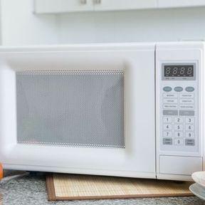1967 - le premier four à micro-ondes vendu aux Etats-Unis