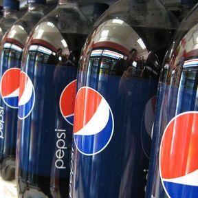 1976 - la première bouteille en PET aux Etats-Unis