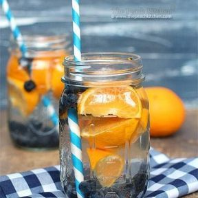 Detox water orange et myrtilles
