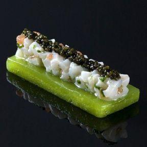 Gelée de pommes vertes, tartare de noix de Saint-Jacques et caviar