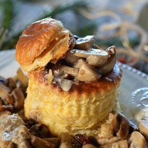 Vol-au-vent aux champignons et sauce au foie gras