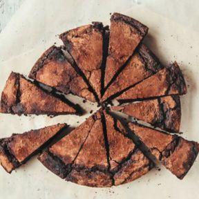 Mon gâteau est étouffant, comment lui redonner du moelleux ?