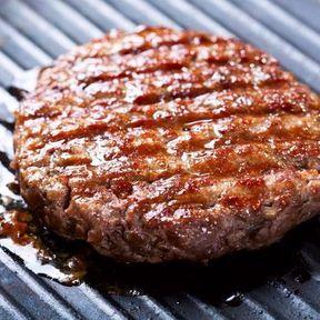 Manger la viande hachée bien cuite