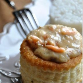 Bouchées feuilletées au saumon, crevettes et champignons