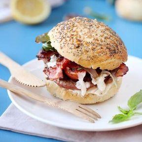 Burger bœuf basilic lard et sauce aillée