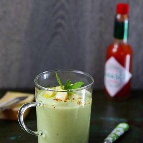 Soupe froide de concombre et avocat