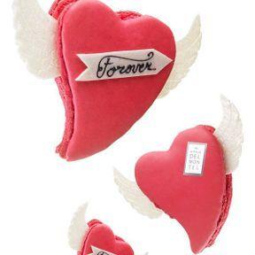 Le macaron coeur rose et ailes d'ange