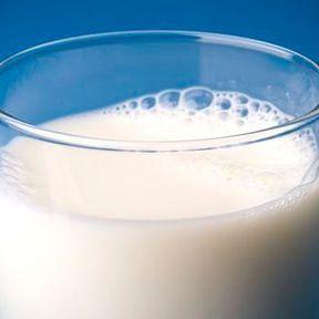 Il contient parfois du lait