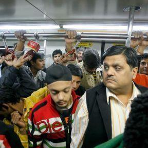 Dans le métro, tout le monde tire une tête de 6 pieds de long !