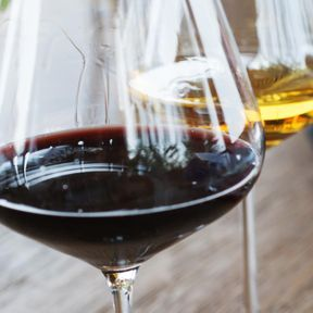 Ne pas mélanger vin blanc et vin rouge