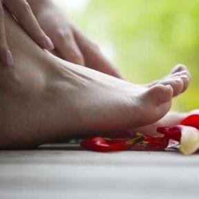 Inspectez l'espace entre vos orteils