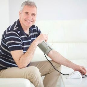 On vérifie son hypertension artérielle