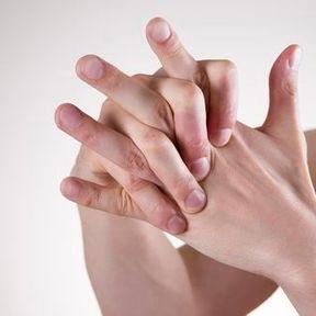 Faire craquer ses articulations donne de l'arthrose