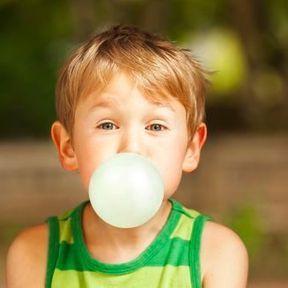 Les chewing-gums avalés restent collés dans l'estomac