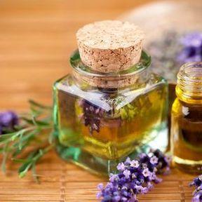 Répulsif : de l'huile essentielle de lavande officinale, de lavandin super ou de lavande aspic