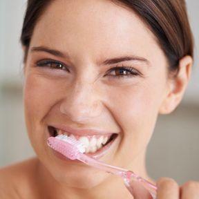 Un dentifrice à l'argile et à la sauge bio