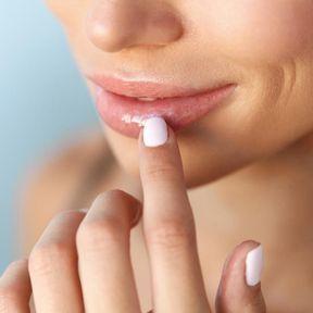 Un baume à lèvres maison au niaouli