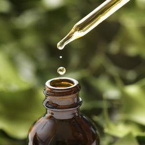 De l'huile essentielle de Bay de Saint Thomas