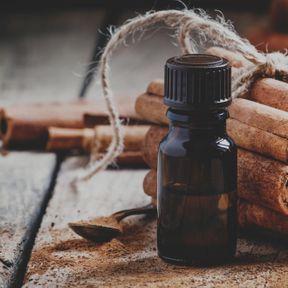 De l'huile essentielle de cannelle de Ceylan
