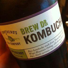 Un jus de kombucha ou kéfir fermentés