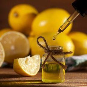 De l'huile essentielle de citron