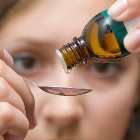 Quelques gouttes d'huile essentielle de marjolaine à coquilles