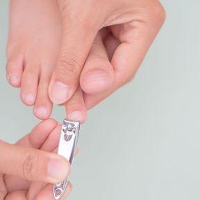 Couper ses ongles en arrondi