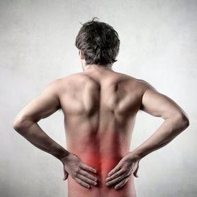 Une douleur au milieu du dos