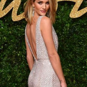 Les fesses de Rosie Huntington-Whiteley