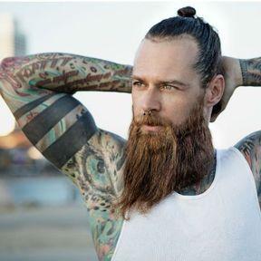 Un dur un vrai, un tatoué… et épilé !