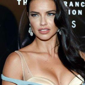 Les seins d'Adriana Lima