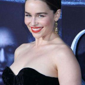Les seins d'Emilia Clarke