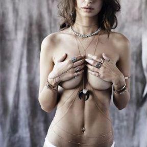 Les seins d'Emily Ratajkowski