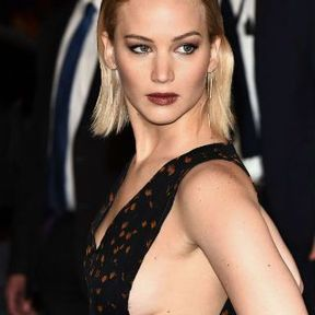 Les seins de Jennifer Lawrence