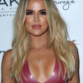 Les seins de Khloé Kardashian