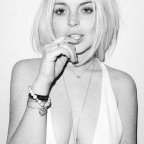 Les seins de Lindsay Lohan